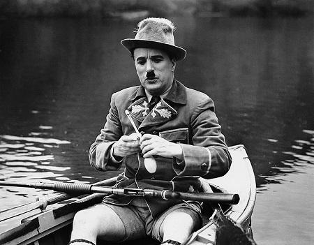 Name:  charlie-chaplin-the-great-dictator-1940_1.jpg Views: 107 Size:  85.8 KB